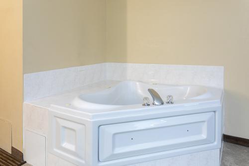 GH Rochester-Room 321-Whirlpool