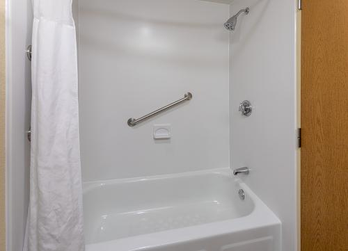 GH Rochester-Room 333-Tub