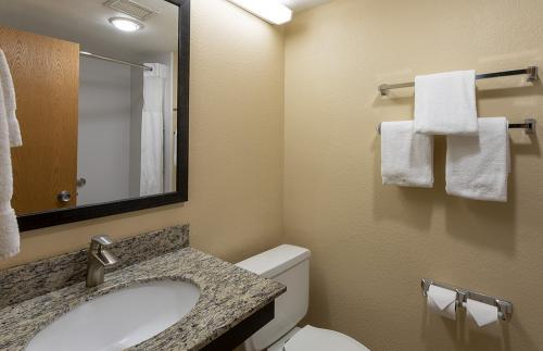GH Rochester-Room 333-Tub Vanity