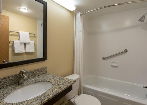 GH Rochester-Room 336-Tub Vanity