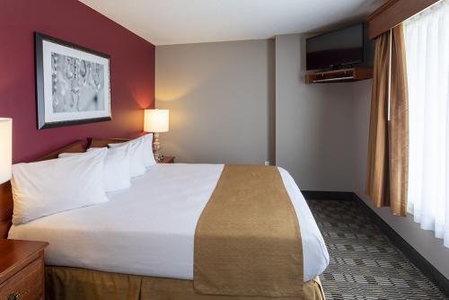 GrandStay Ames-2Bedroom Suite Bedroom (1)