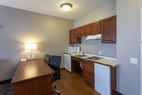 GrandStay Ames-ADA Kitchenette (1)