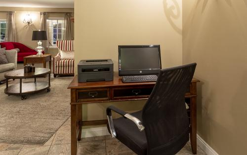 GrandStay Ames-Business Center (1)