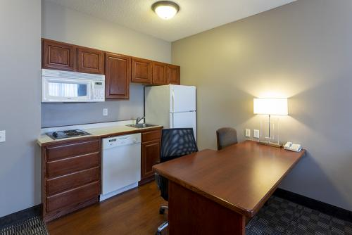 GrandStay Ames-Kitchenette