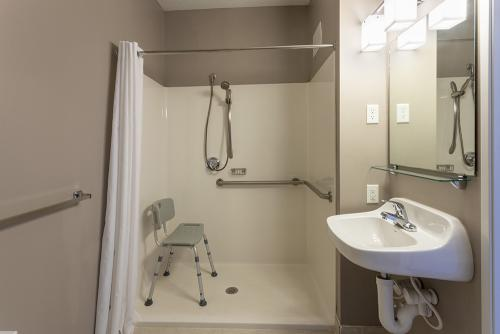 GrandStay Ames-Studio Single ADA Shower (1)