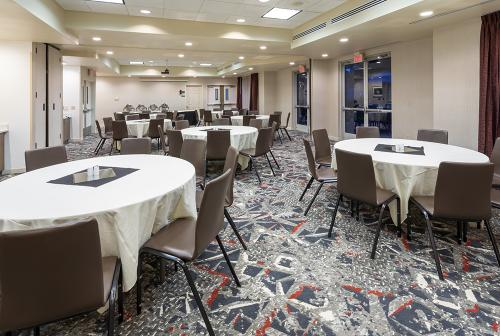 HGI Shoreview-Meeting Room-buffet