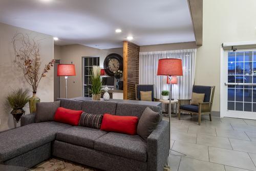 cis fargo-lobby couch