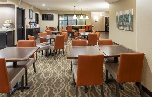 comfort ramsey-breakfast seating tables