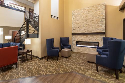 comfort ramsey-lobby fireplace