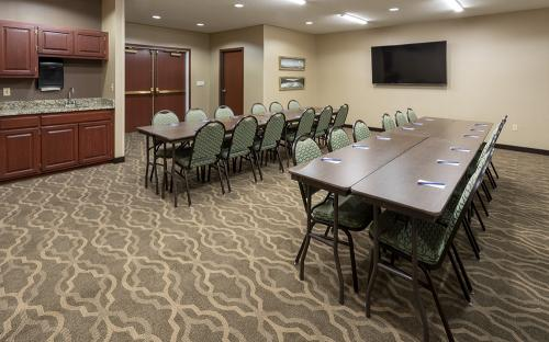 comfort ramsey-meeting room