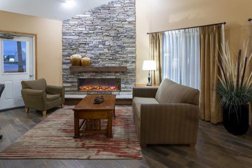 gs cambridge-lobby fireplace