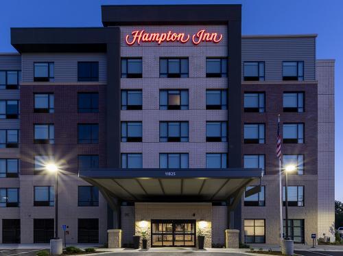 hampton ep-exterior-night entrance