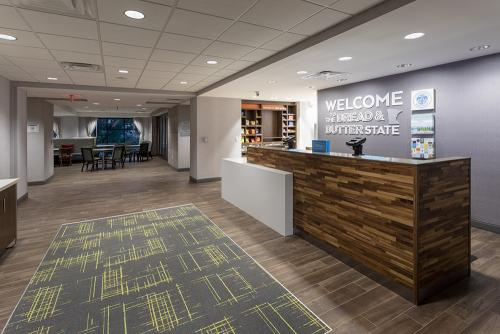 hampton ep-front desk entrance