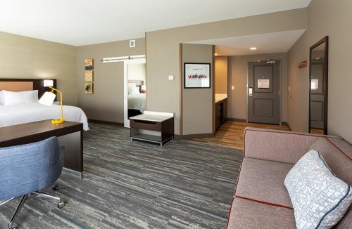 hampton ep-room 421-suite door