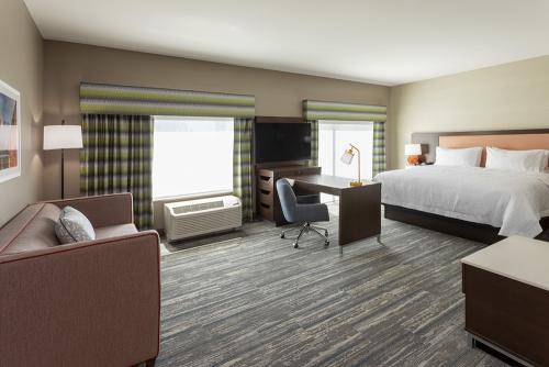hampton ep-room 421-suite wide