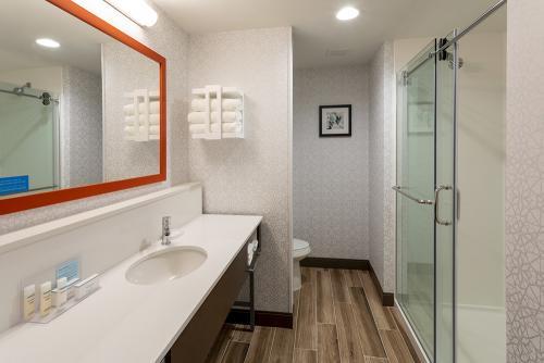hampton ep-room 508-king study vanity