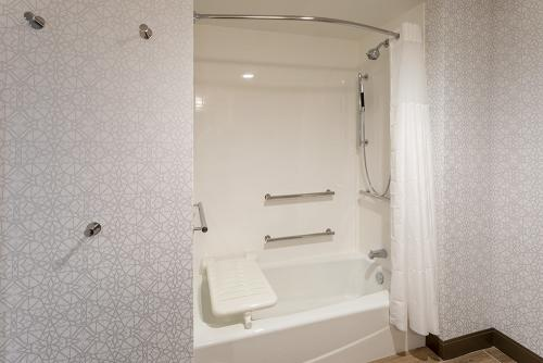 hampton ep-room 611-ada tub