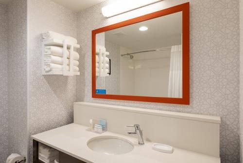 hampton ep-standard tub vanity