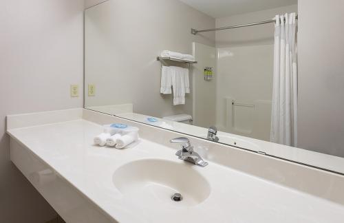 hie vadnais-standard vanity