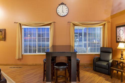 paynesville-lobby-table