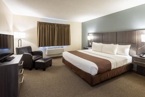 paynesville-room204-k2ns-bedroom