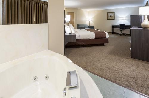 paynesville-room217-kwns-whirlpool