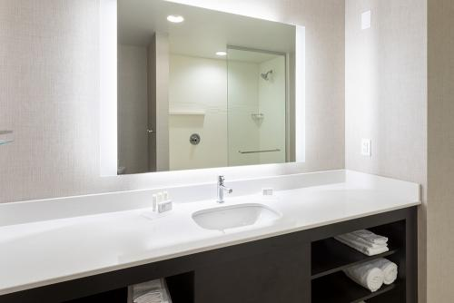 ri maple grove-2 bedroom suite large vanity