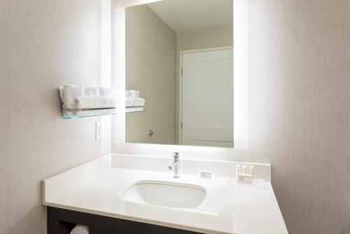 ri maple grove-2 bedroom suite small vanity