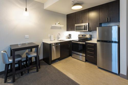 ri maple grove-corner suite kitchen (1)