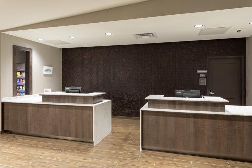 ri maple grove-front desk
