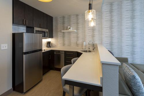 ri maple grove-king studio kitchen (1)