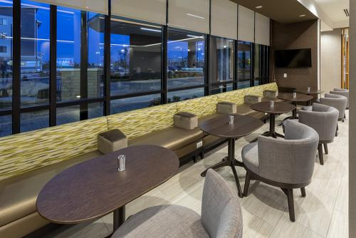 sh maple grove-lobby bench seating (1)
