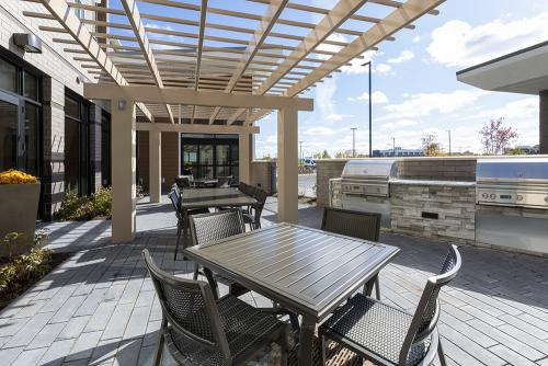 sh maple grove-patio grills